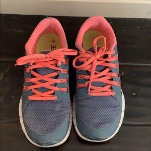 Nike free run 5.0 size 9!